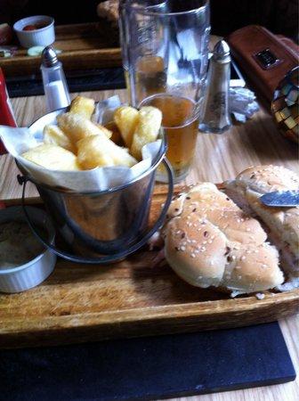 The Strawbury Duck: Chicken burger