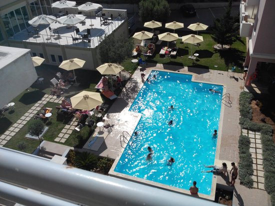 Civitel Attik Rooms & Apartments: Swimming pool from my terrace