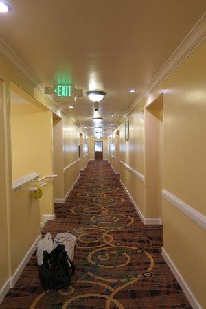 Days Inn San Simeon: The hallway