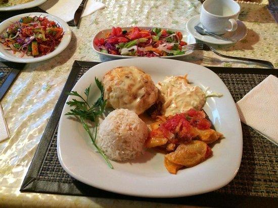 Akay Pension: Dinner at Akay