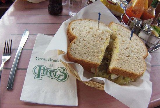 Perry's Restaurant: Tuna Sandwich