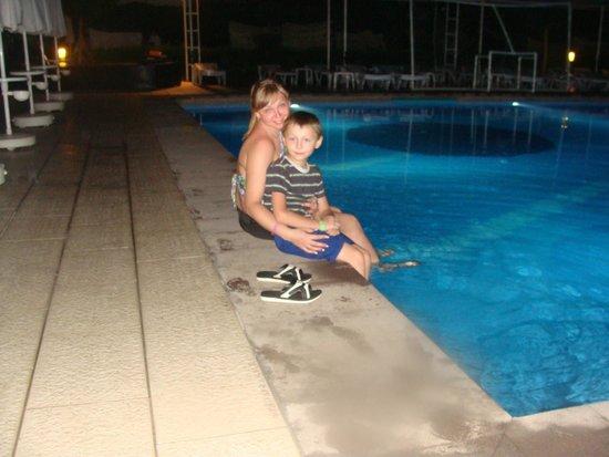 Vera Mare Resort: Вечером у бассейна