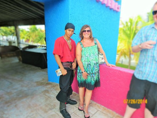 Barco Pirata Jolly Roger Cancún: Andre