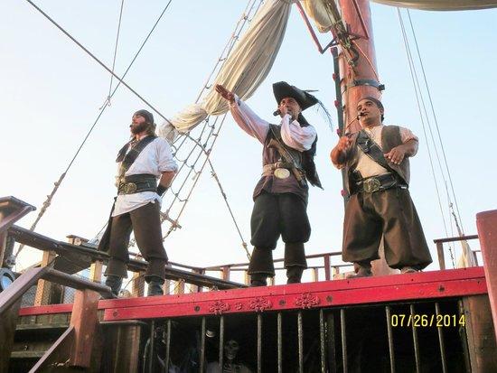 """Barco Pirata Jolly Roger Cancún: """"The Captain"""""""