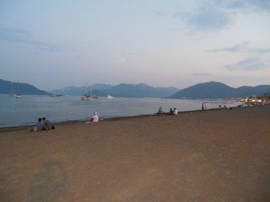 Hermes Hotel: Beach