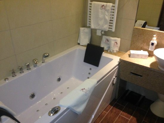 Best Western Premier Hotel An der Wasserburg: Ванна