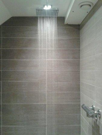 Smaragata: King of showers