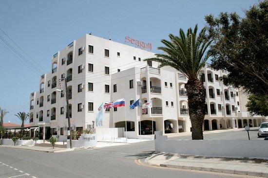 Seagull Apartments: Отель - вид с улицы / вход