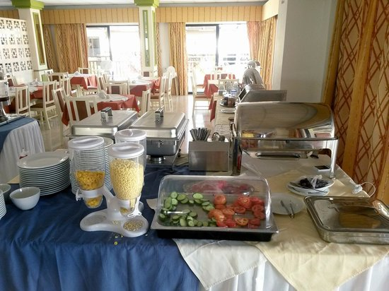 Seagull Apartments: Шведский стол на завтрак