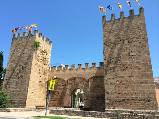 Alcudia Old Town : castle