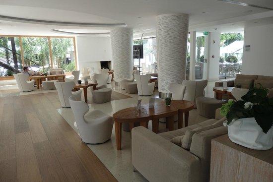 Alasia Hotel: Lobby