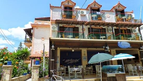 Medusa Apartments: Medusa Studios .. our was the one with the balcony at the side.