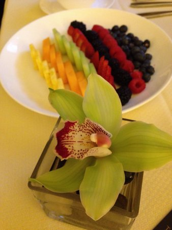 The Ritz-Carlton, Cleveland : Ritz class with fresh fruits and orchards! Lovely!!!