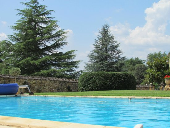 Les Charmes de Carlucet: View from the pool