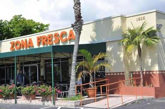 Zona Fresca: From the parking lot