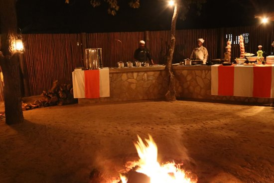 Kapama Buffalo Camp: Dinner at the bona