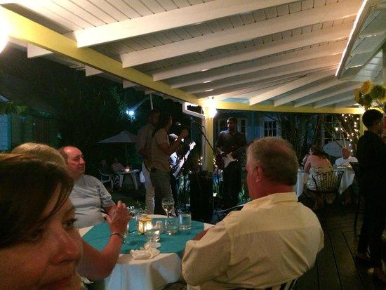 Cafe Bar Carizma: Entertainment