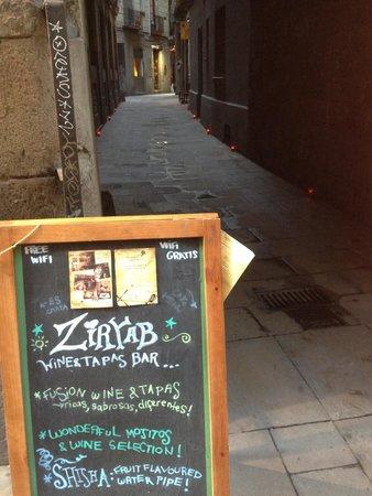 Ziryab Vinos y Tapas Fusio: The lane into Ziryab