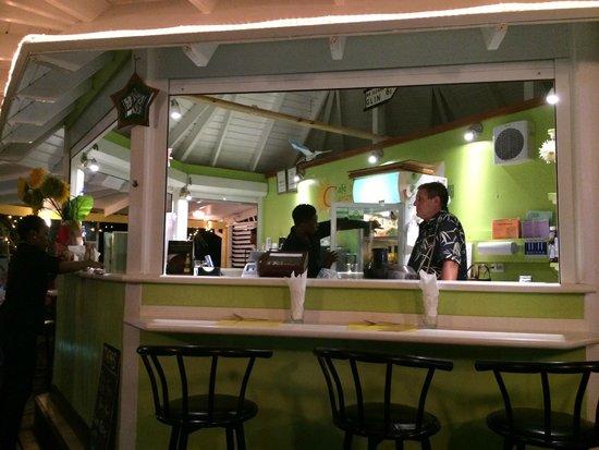 Cafe Bar Carizma: Bar