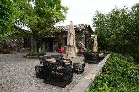 Azura Cellars and Gallery : Azura courtyard