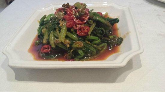 Sanxia Renjia Chinese Restaurant and Karaoke: Spinach chilli & sesame