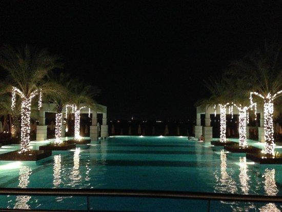 Jumeirah Zabeel Saray: Pool by night