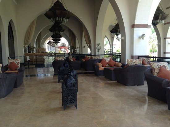 Jumeirah Zabeel Saray: New club lounge outdoor seating