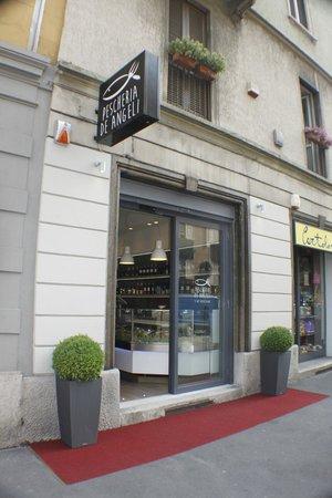 Ristorante pescheria de angeli in milano con cucina for P cucina italiana