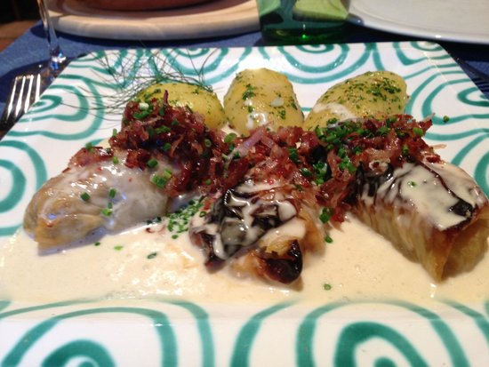 Kupferstub'n : stuffed cabbage rolls with bacon and potatoes
