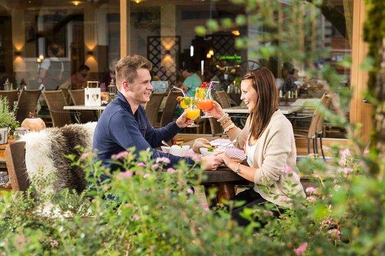 Vital - Hotel Zum Ritter: Erfrischende Cocktails im Gastgarten