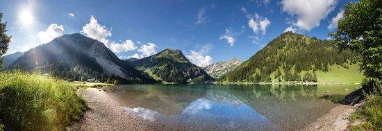Vital - Hotel Zum Ritter: Das Naturschtzgebiet Vilsalpsee im Sommer