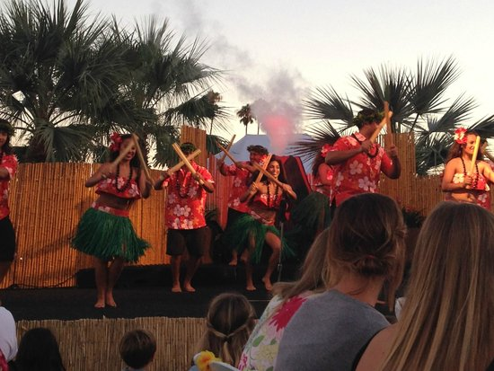 Catamaran Resort Hotel and Spa: Luau Event