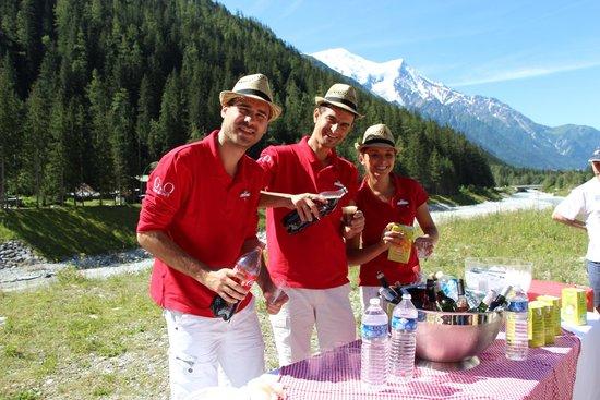 Club Med Chamonix Mont-Blanc : Sur le retour d'une radonnée, l'équipe bar nous attend avec l'apéro