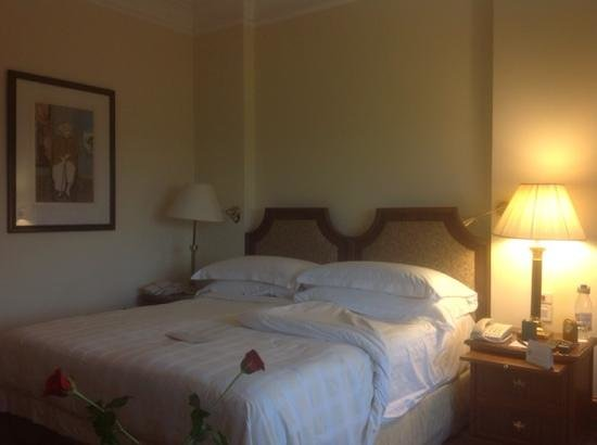 The Oberoi, New Delhi: Comfortable bed