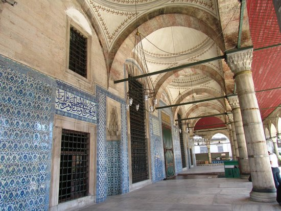 Mezquita de Rüstem Paşa: Esterno