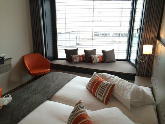 Lake Geneva Hotel: Room