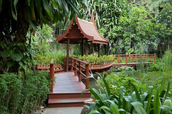 Hyatt Regency Hua Hin: Landscaped gardens.