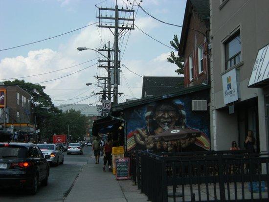 Kensington Market and Spadina Avenue: Street side cafe