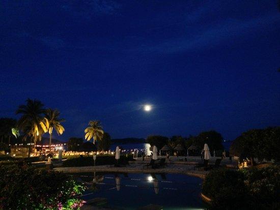 Hilton Sanya Yalong Bay Resort & Spa: вид на пляж