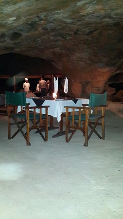 Monate Game Lodge: Dinner in the cave