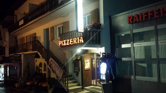 Pizzeria Choucas: How to spot Choucas at night...