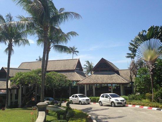 Centara Villas Samui: บริเวณหน้าโรงแรม
