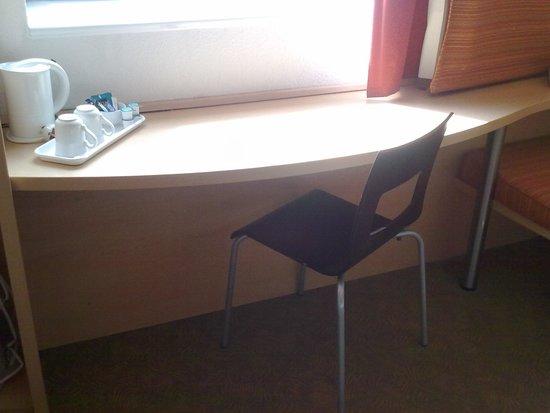 Ibis Nottingham Centre: Desk Area