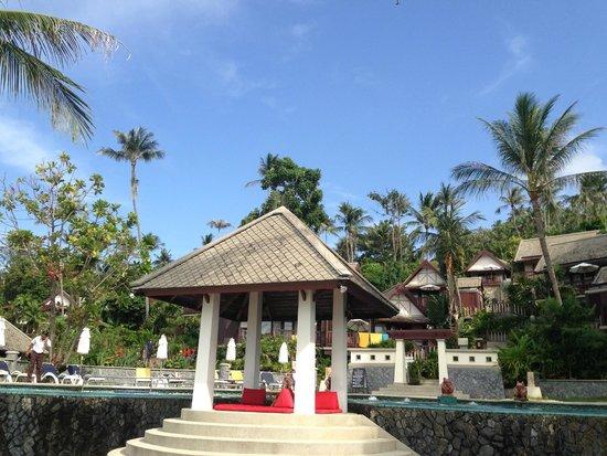 Centara Villas Samui: มุมถ่ายรูปสวยๆ หน้าสระริมหาด