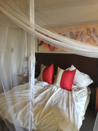 Victoria Falls Safari Lodge: Room with mosquito net down