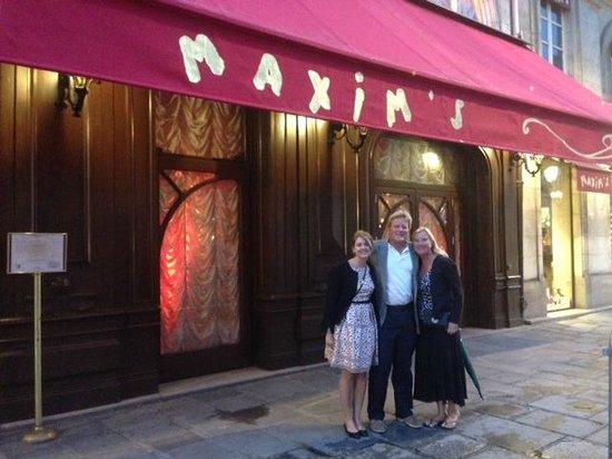Maxim's : front of restaurant