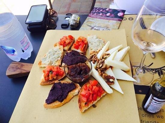 Casa Emma: appetizer+best balsamic on the bottom right
