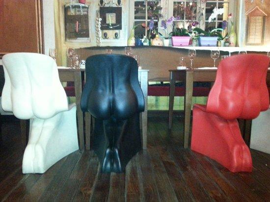 Lorenzo & Kakalamba: A sort of chairs :D