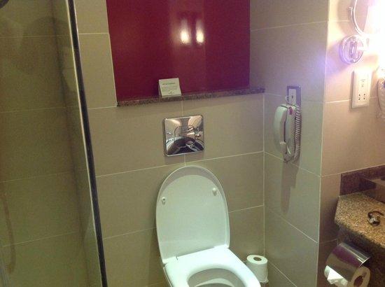 Crowne Plaza Hotel Nairobi: Bath