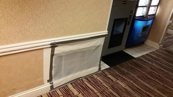 Flamingo Las Vegas Hotel & Casino: Giant Hole In Hallway Next to NonWorking Ice Maker/Ashtray